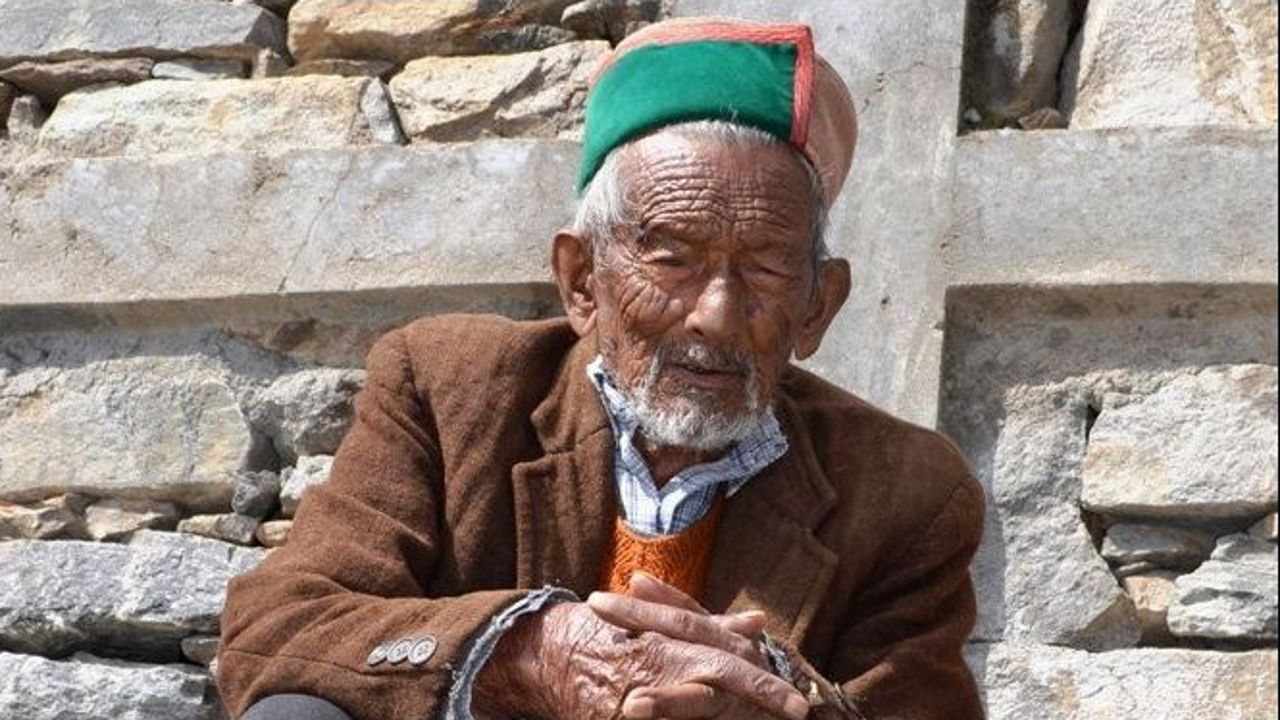 Shyam Saran Negi, de 101 años, votó por primera vez en 1951