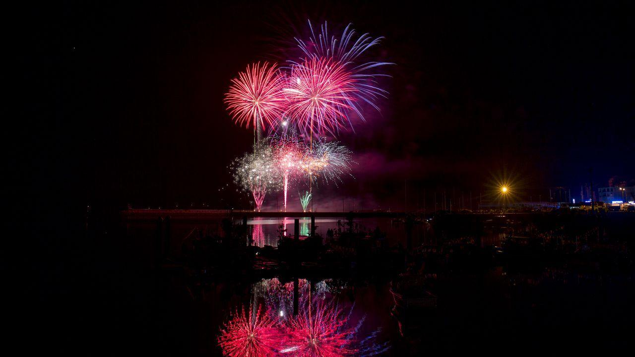 Así de espectaculares fueron los fuegos de artificio de Camariñas.