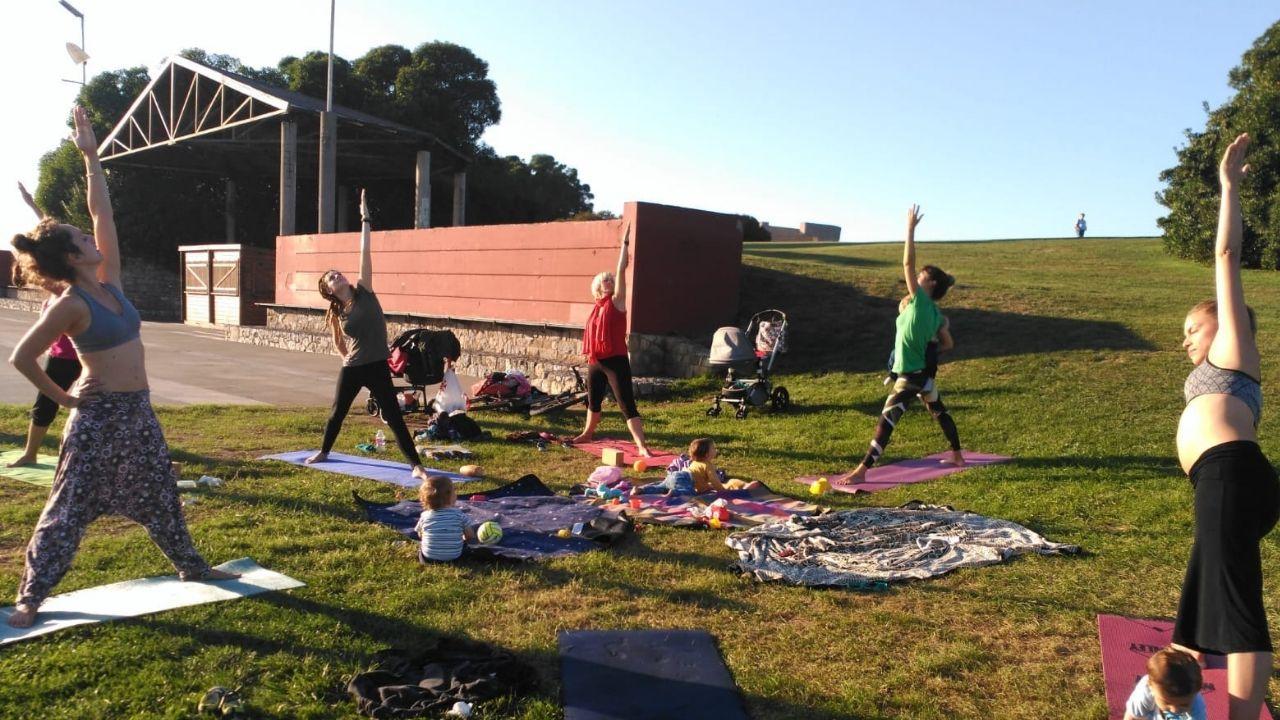 Asociación Medrar en Tribu de Gijón.Yoga en familia