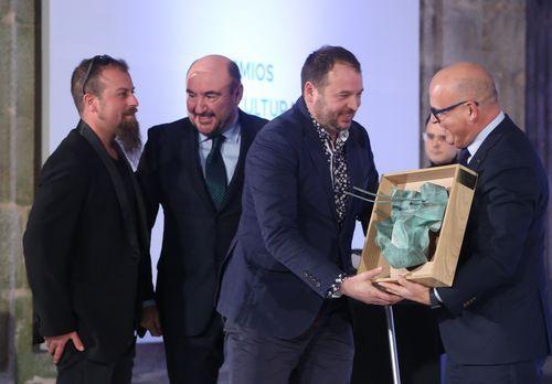 Baltar entregou o premio a A Roda