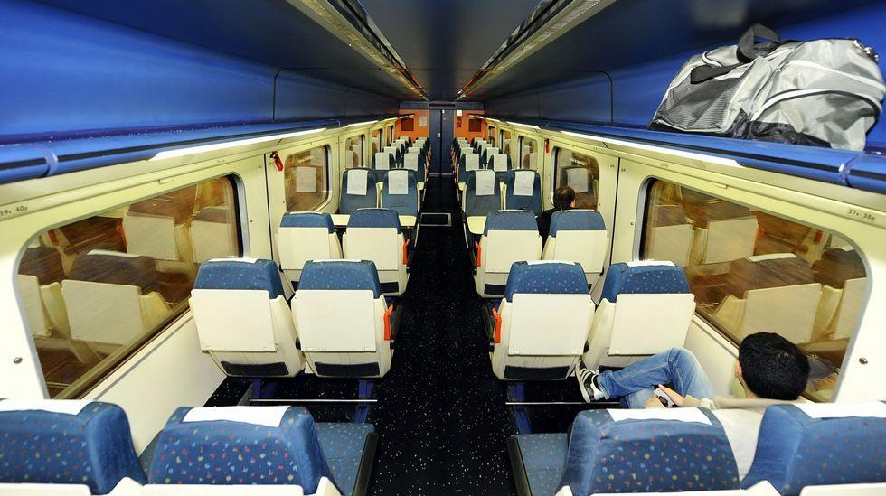.Vista del interior de un tren entre Ferrol y A Coruña