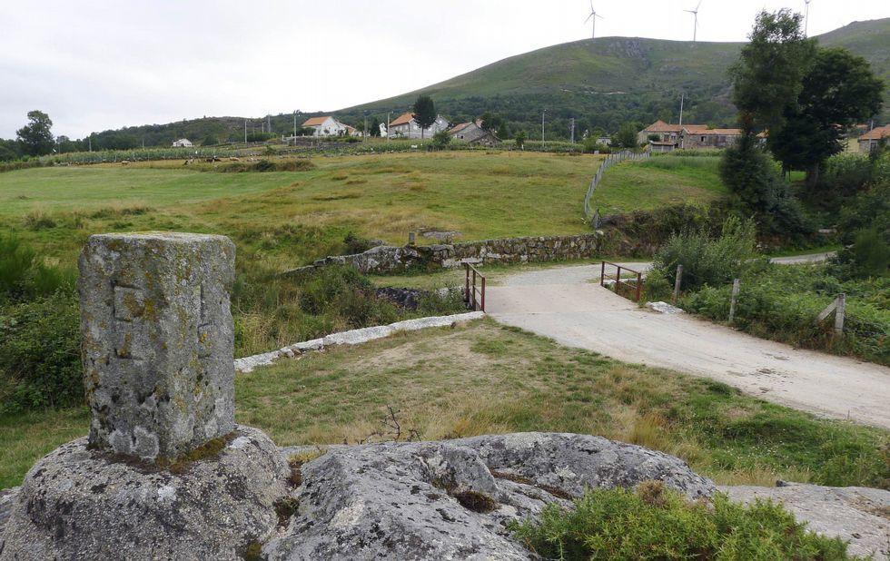Los incendios arrinconaron la comarca de A Limia.A este lado, Azoreira, del municipio de Padrenda; al fondo, la lusa Alcobaça, de Melgaço.