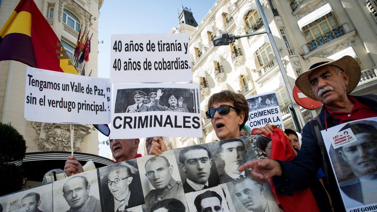 ¿Está zanjada la crisis de la tesis?.Colectivos de memoria histórica se concentraron ayer frente al Congreso