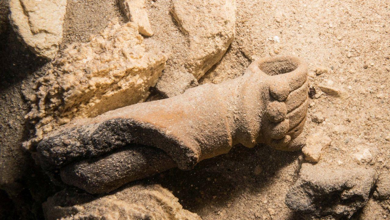 Detalle de un puño del Dios maya del Comercio, una de las piezas halladas en el acuífero.