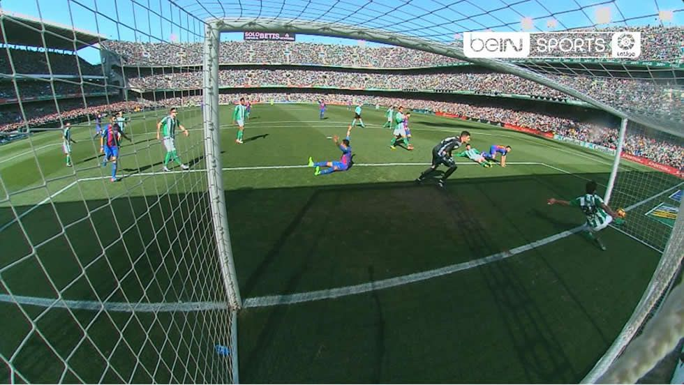 Gol fantasma en el Betis - Barça