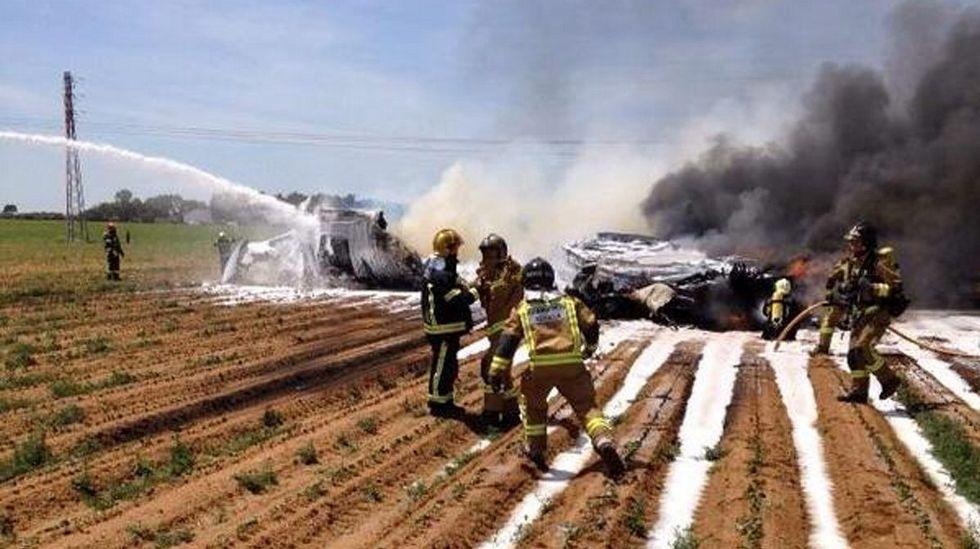 Un A440M se estrella en las inmediaciones del aeropuerto de Sevilla.Dos coches fúnebres salen del aeropuerto de Düsseldorf, Alemania.