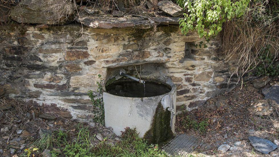 Una antigua fuente del pueblo
