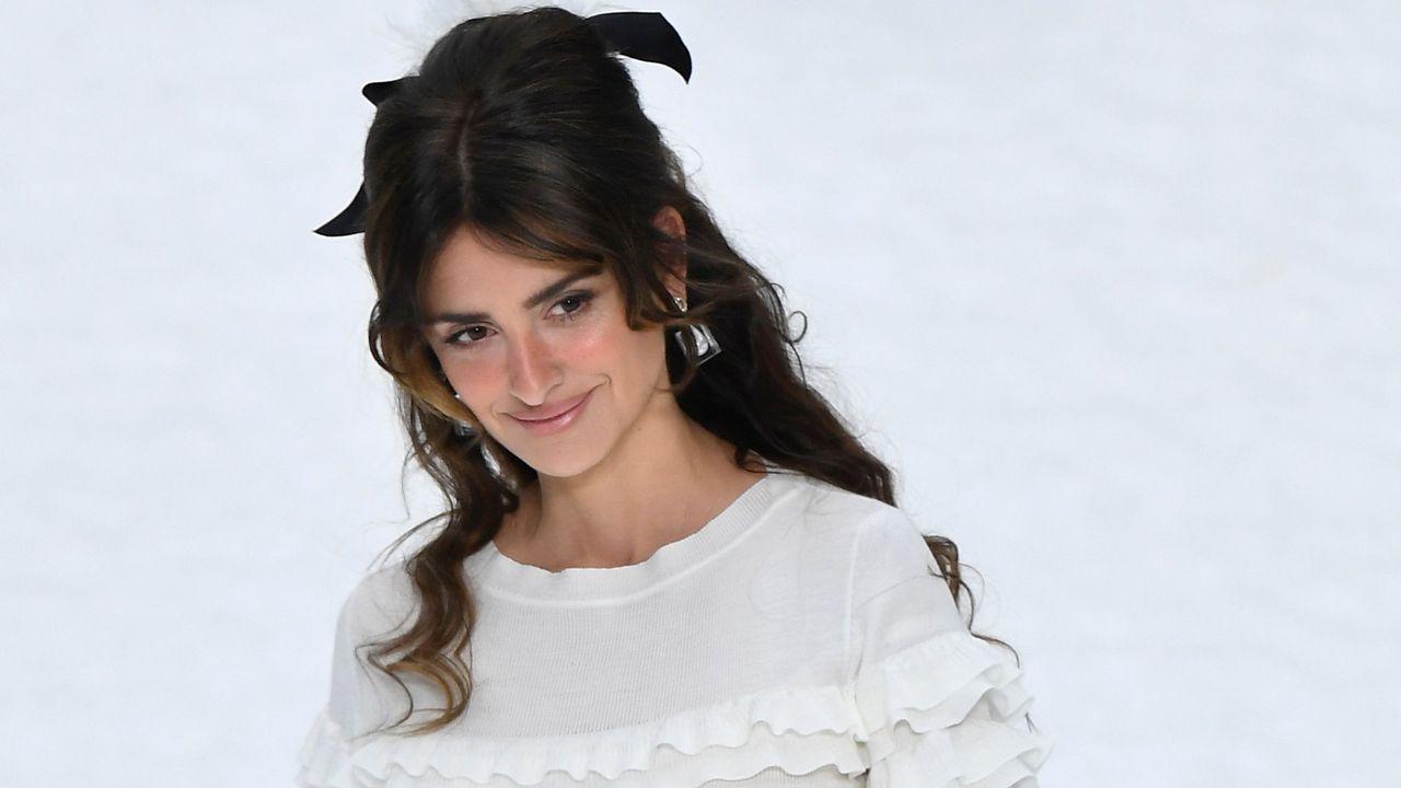 Los últimos diseños de Lagerfeld en el primer desfile de Chanel sin su director artístico