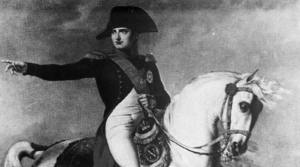 Carme Chacón,la primera mujer ministra de Defensa.Imagen de archivo. Soldados británicos disparando un mortero.