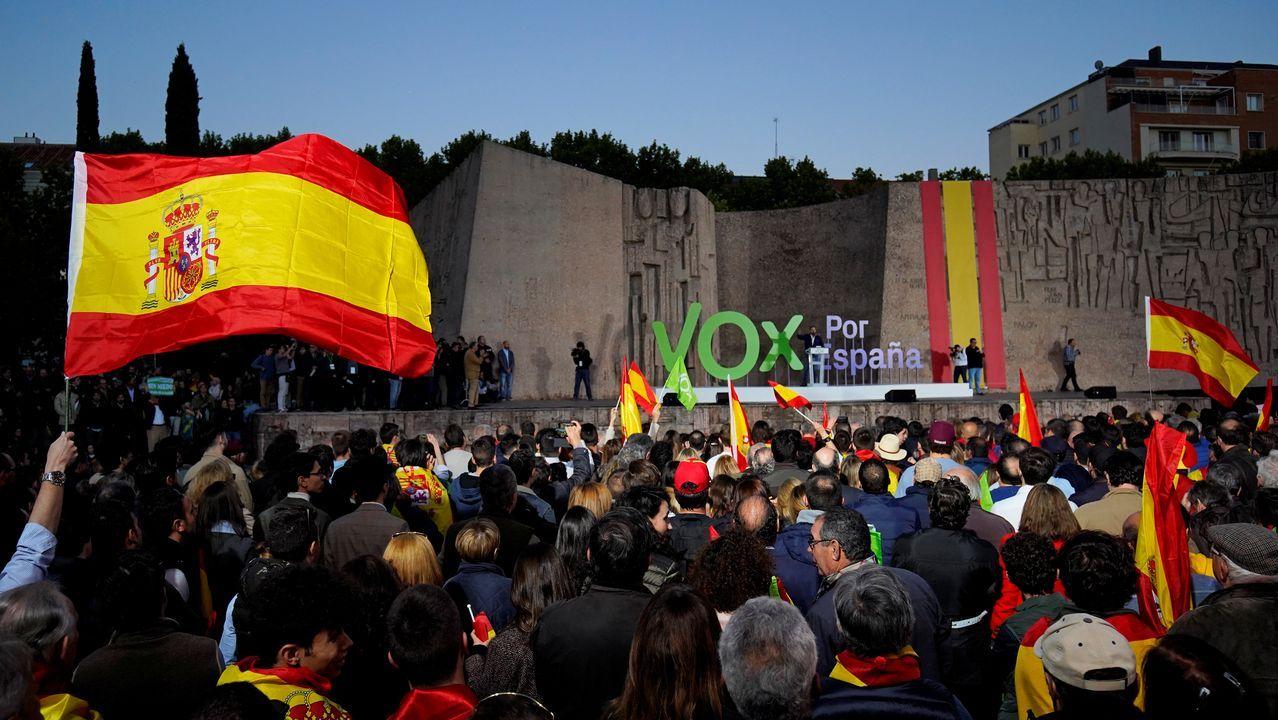 Las banderas españolas ondearon ayer en la madrileña plaza de Colón, en el encuentro que clausuró la campaña de Vox