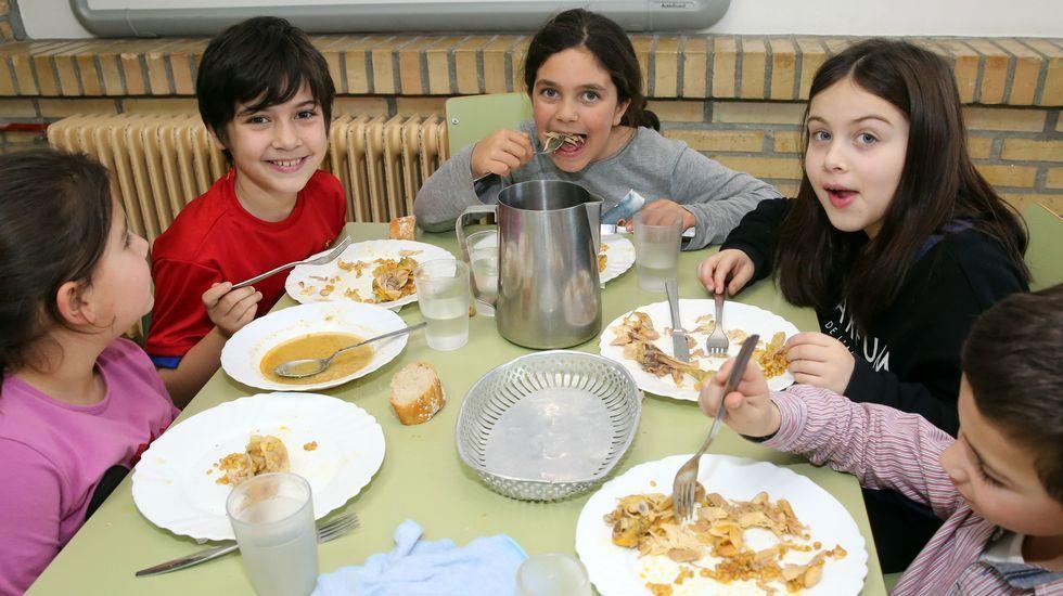 Menú del refugiado en el colegio de O Mosteiro