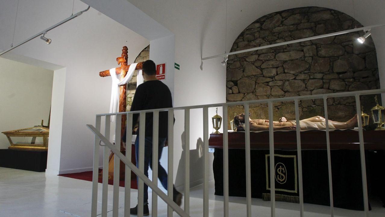 Últimos preparativos para la exposición permanente de la Semana Santa de Ferrol