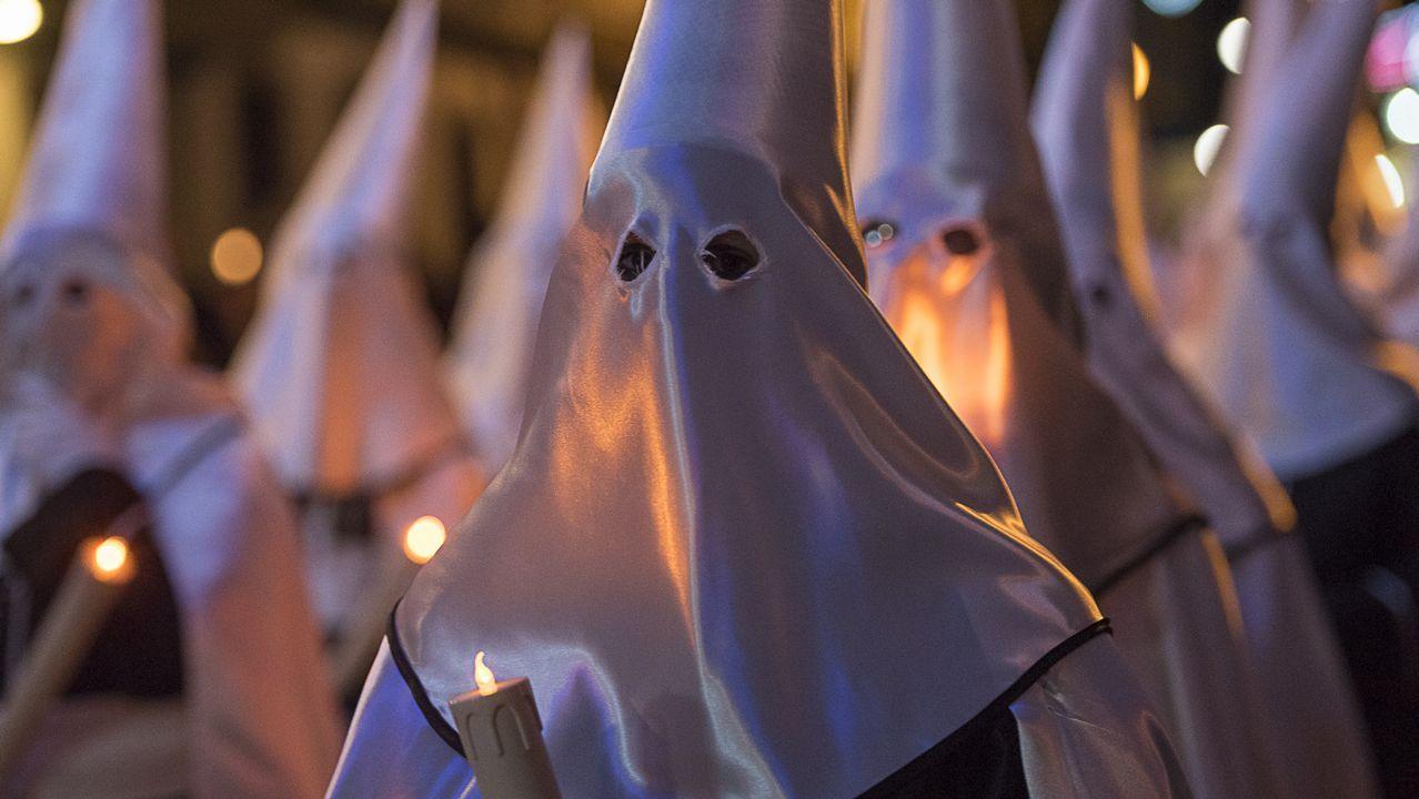 ¡Mira en imágenes la procesión del Viernes de Dolores en Corme!.Térmica de Meirama