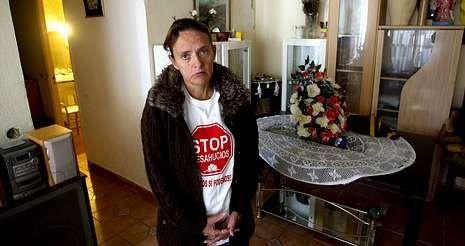 <span lang= es-es >Paralizados dos desahucios</span>. Ayer la presión ciudadana logró paralizar dos desalojos, el de una mujer con una discapacidad del 65% en Málaga (en la imagen), y otro en Torrevieja (Alicante), en el que una anciana de 80 años y su hijo iban a perder su casa.