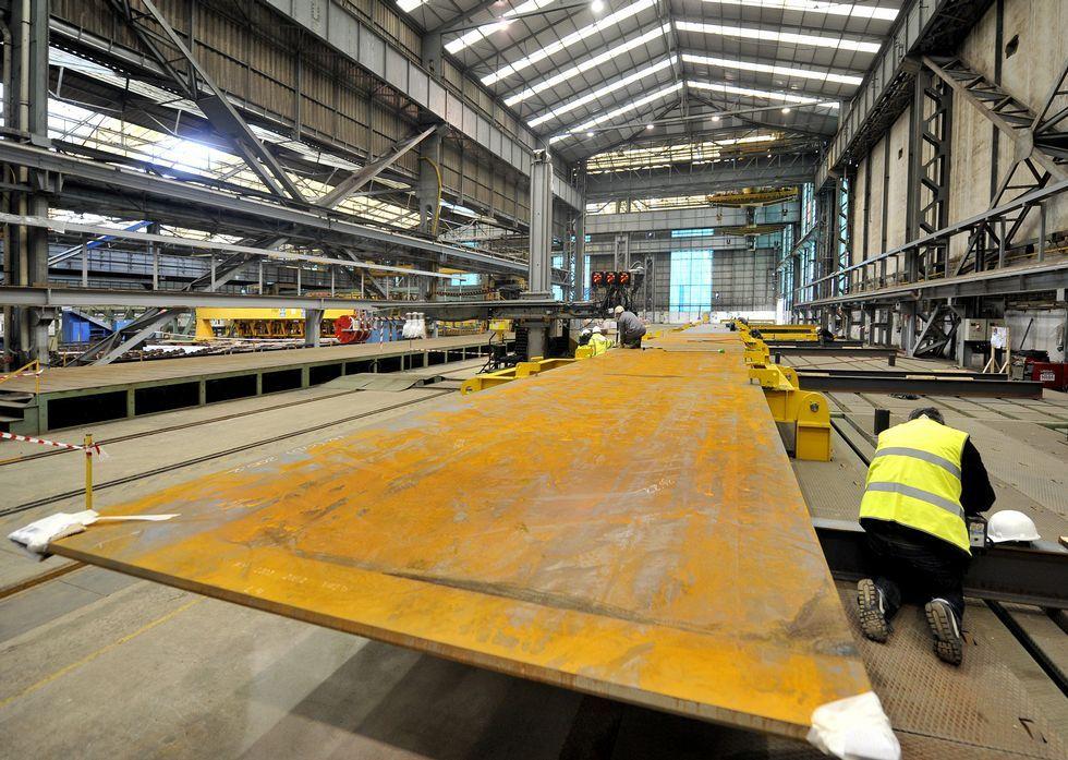 La creación de puestos de trabajo en la industria comienza a recuperarse poco a poco.