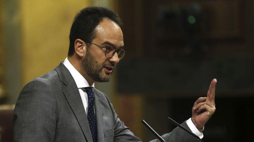Javier Fernández interviene en el pleno de la Junta General.Daniel Ripa