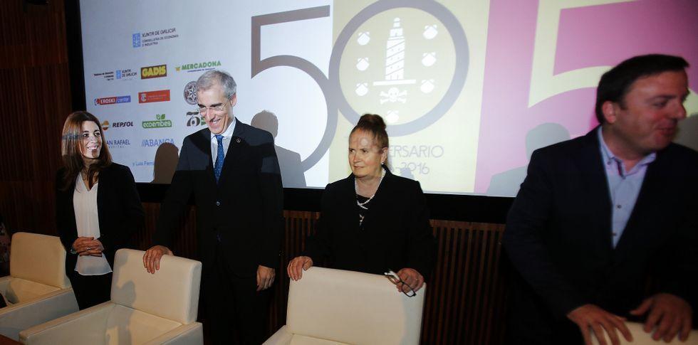 Las caras de la lista «renovada» de Feijoo.Rosa Otero presentó el libro de la historia de la asociación y agradeció los apoyos.