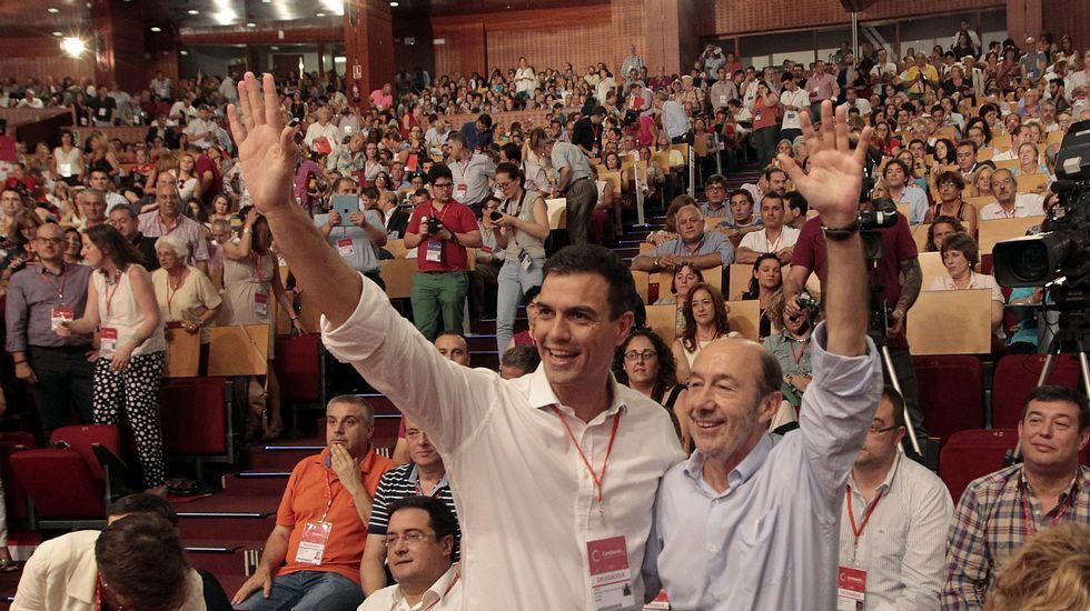 Sánchez y Rubalcaba, durante el congreso extraordinario en el que el primero fue elegido secretario general