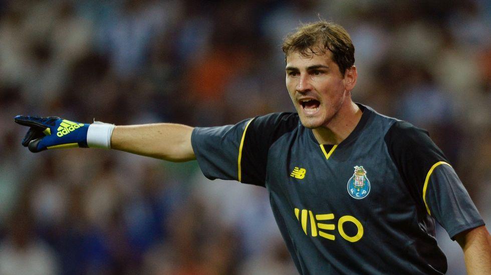 Ramos: «A todos les sorprende que Casillas no esté, pero es una decisión respetable».Parte de la Familia Real, saludando el día de la proclamación de Felipe VI.