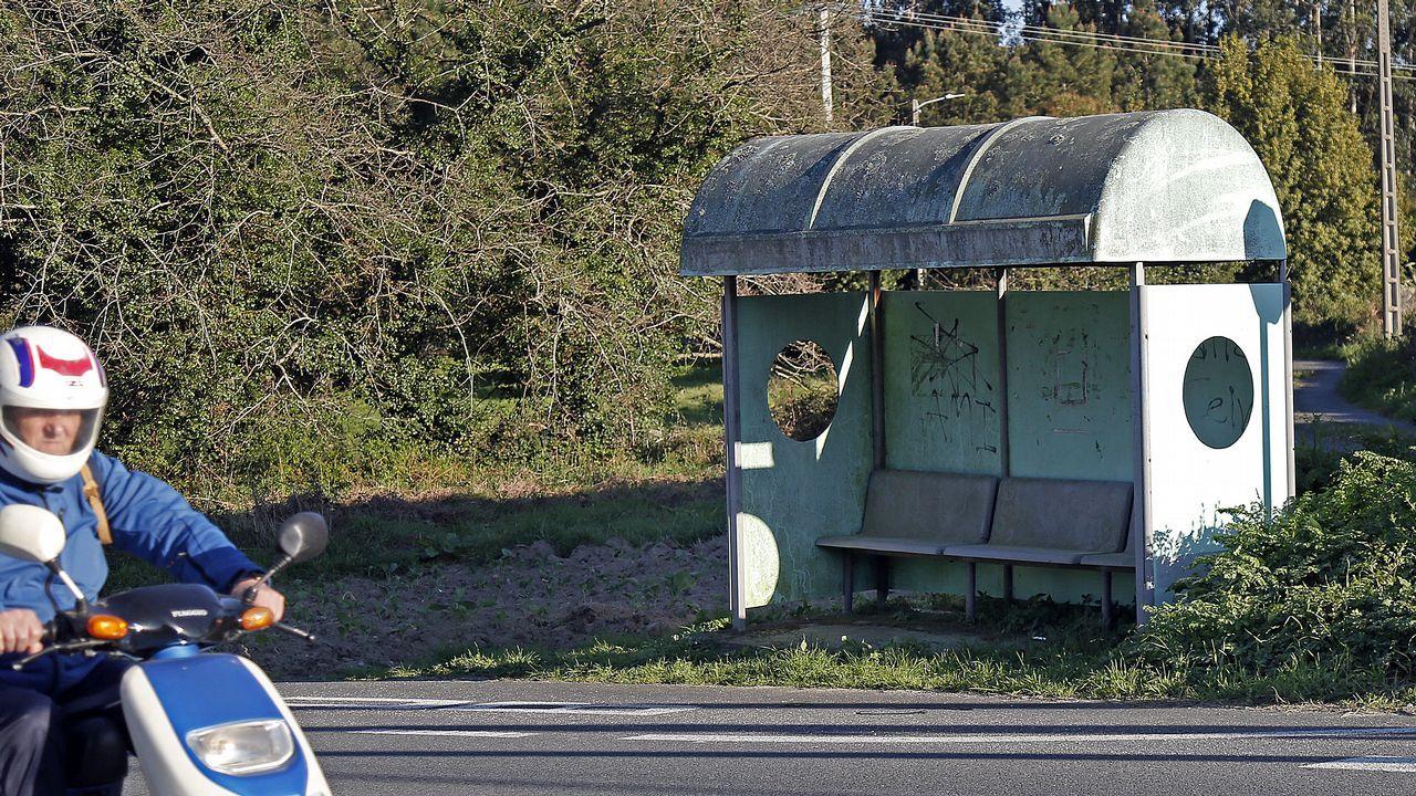 En Axeitos sobrevive este modelo tan clásico para la espera del bus