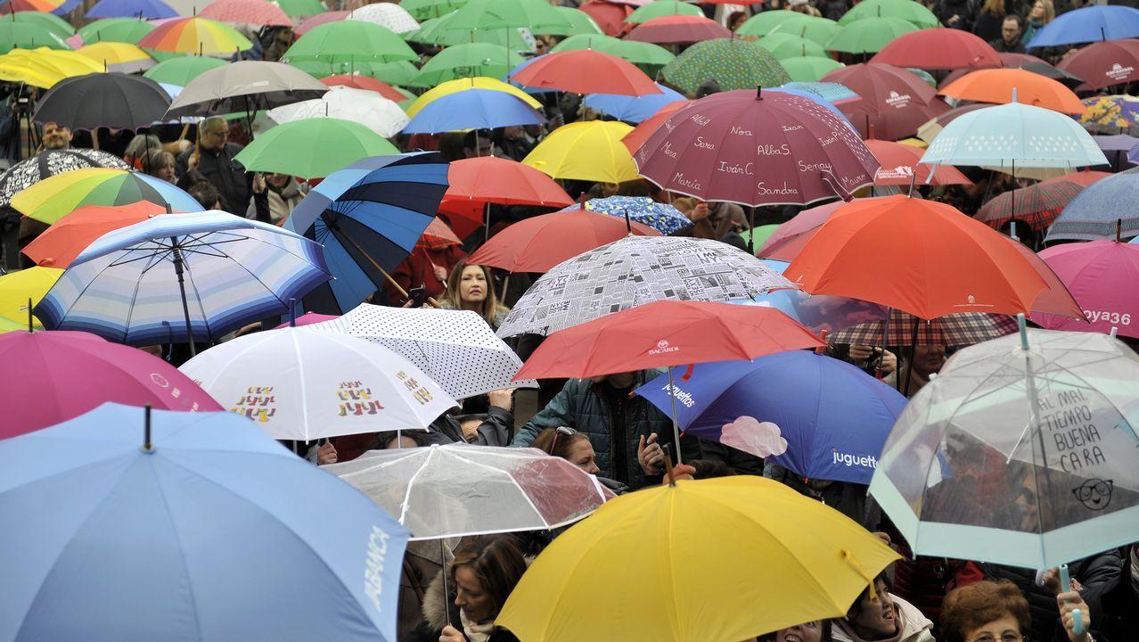 .Concentración de paraguas de colores en María Pita por el Día Internacional de las Personas con Discapacidad y el Festi= en A Coruña