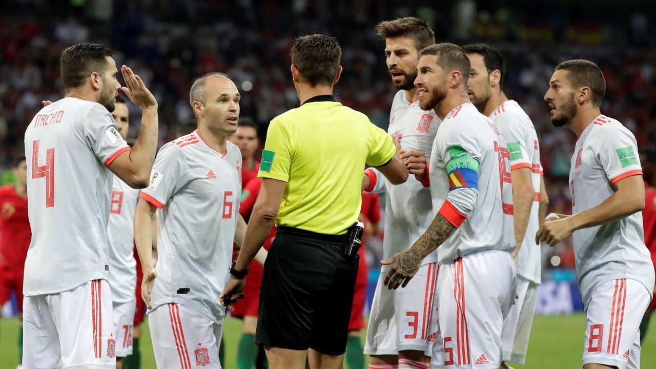 El Irán - España en imágenes.Encuentro de ida entre Real Oviedo y Genova en el Carlos Tartiere