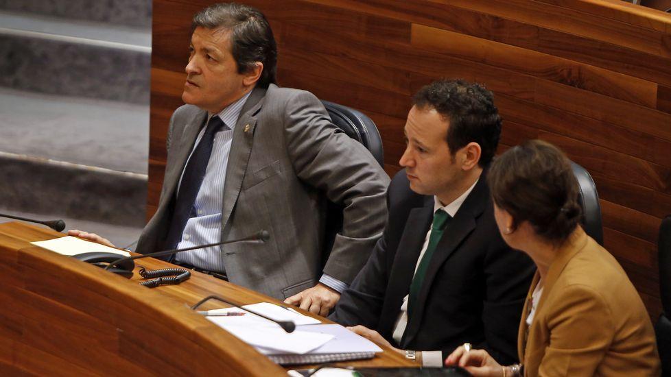 La consejera de Hacienda de Baleares, Catalina Cladera, a la derecha.El consejero de Presidencia, Guillermo Martínez