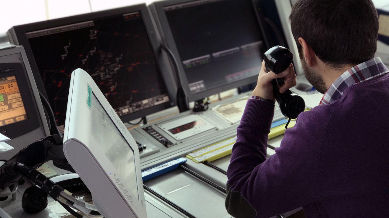 Leonor estrena su agenda como heredera.Controlador aéreo del Aeropuerto de Asturias