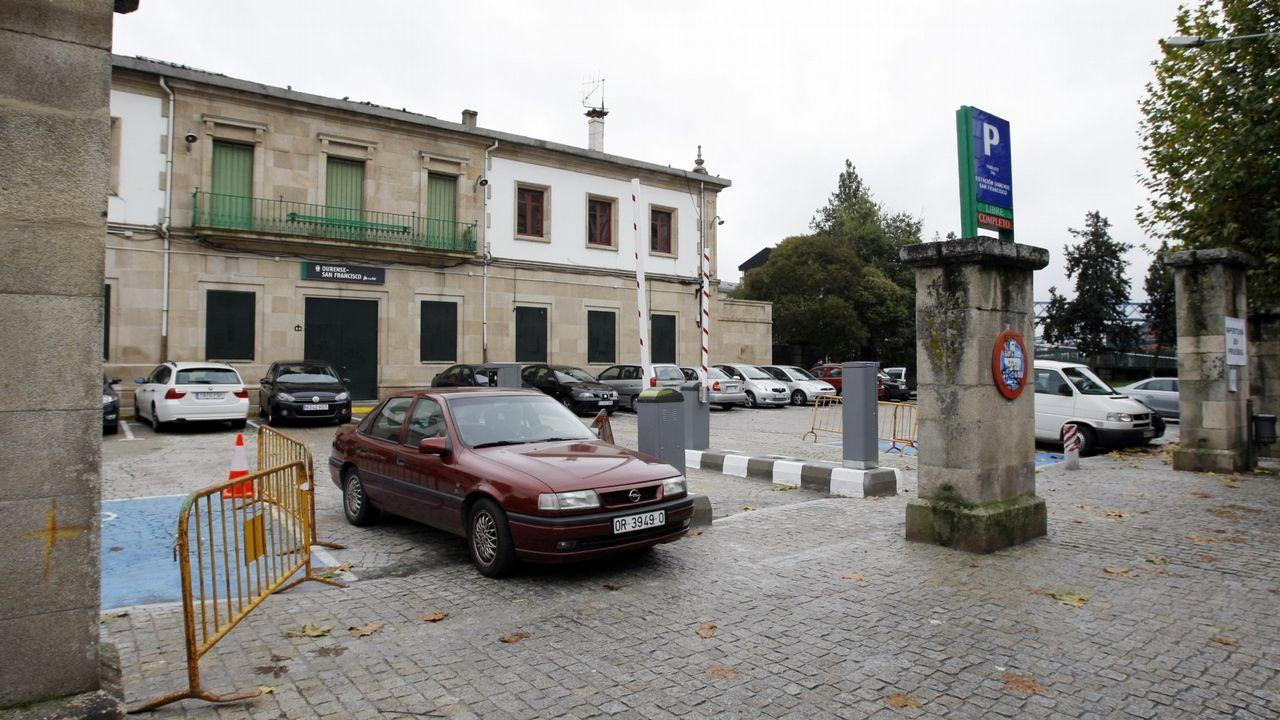El Cafetín y la carnicería José Antonio son dos de los seis puestos que seguían abriendo los viernes por la tarde durante las últimas semanas