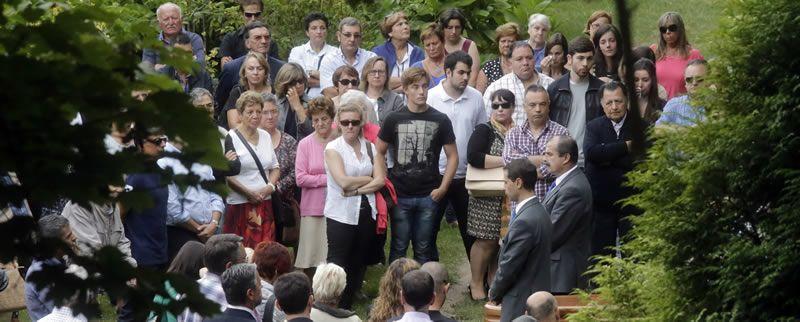 El entierro de Rosalía Mera, en imágenes.Inditex trabaja en la automatización de la entrada de prendas.