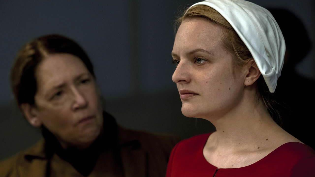 El desfile de Molly Goddard.Maggie Smith, en una escena de «Downton Abbey»