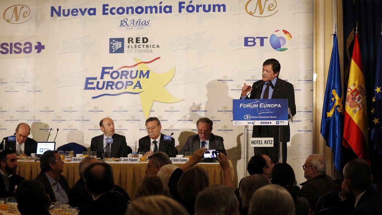 Segundo González (Podemos).El presidente asturiano Javier Fernández, en el foro de Nueva Econonomía