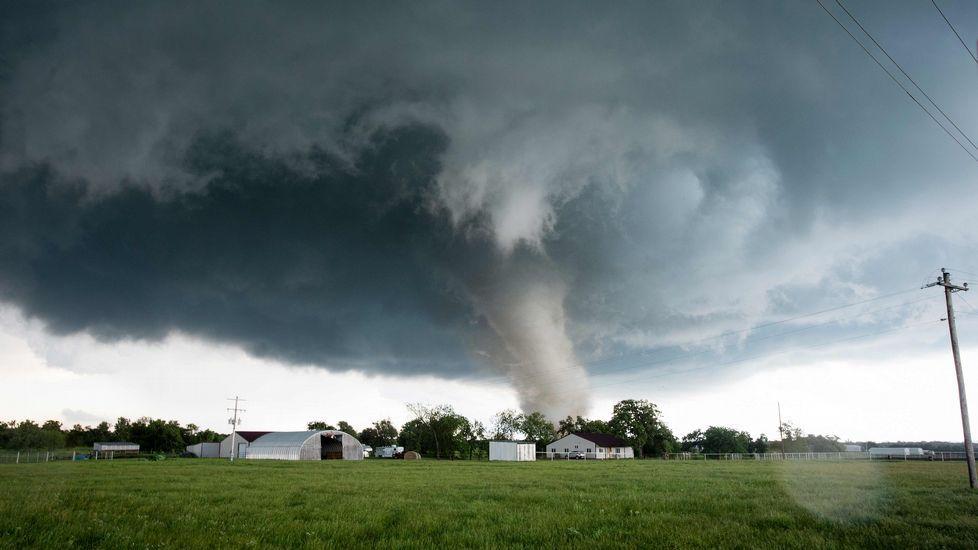 Un tornado toca tierra en Oklahoma