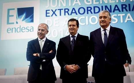 .José Bogas, ayer junto a Borja Prado y Francesco Starace.