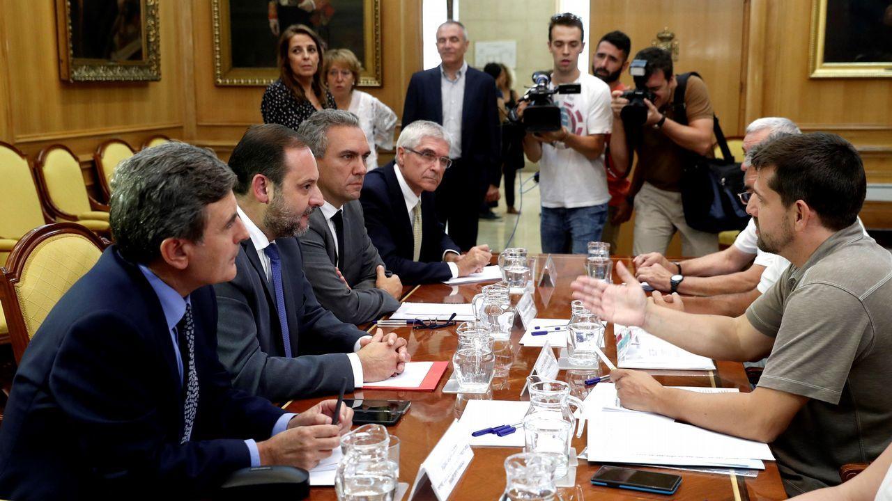 El ministro de Fomento pide perdón a las víctimas del Alvia y estudiará sus reivindicaciones