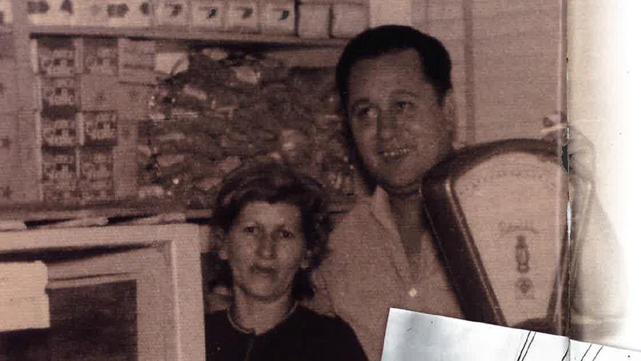 Martina Fernández junto a su marido, Alberto Argüelles, en su tienda de Argentina.