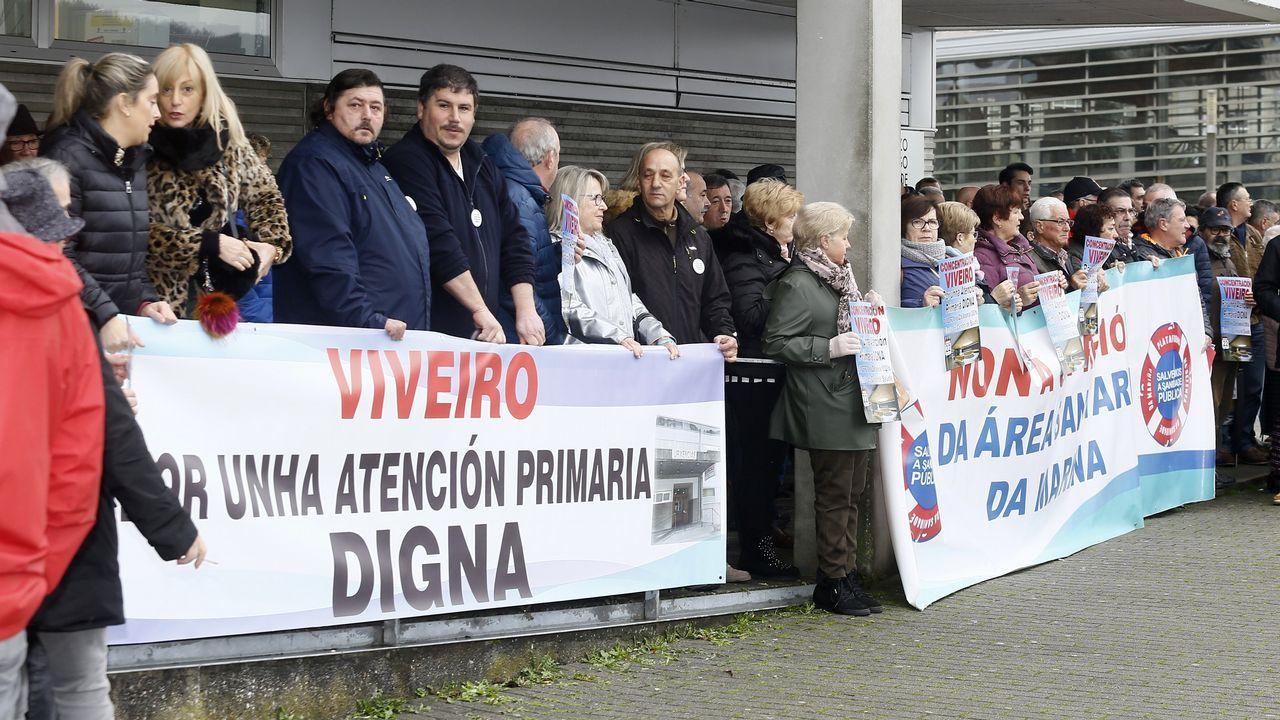 Concentración en el centro de salud de Viveiro.Protesta ambulancias en el Chuac