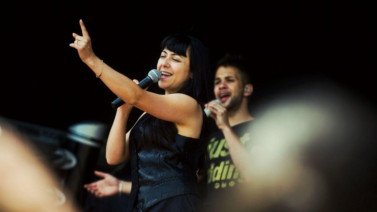 Estela Rodríguez, de la orquesta Samba, que el martes actúa en San Sadurniño