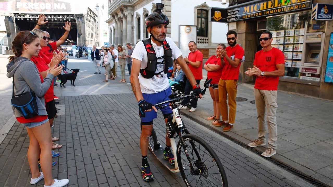 Salida de Victor Loira por el Reto de la vuelta a Galicia en patinete y bici para visibilizar las enfermedades inflamatorias intestinales.