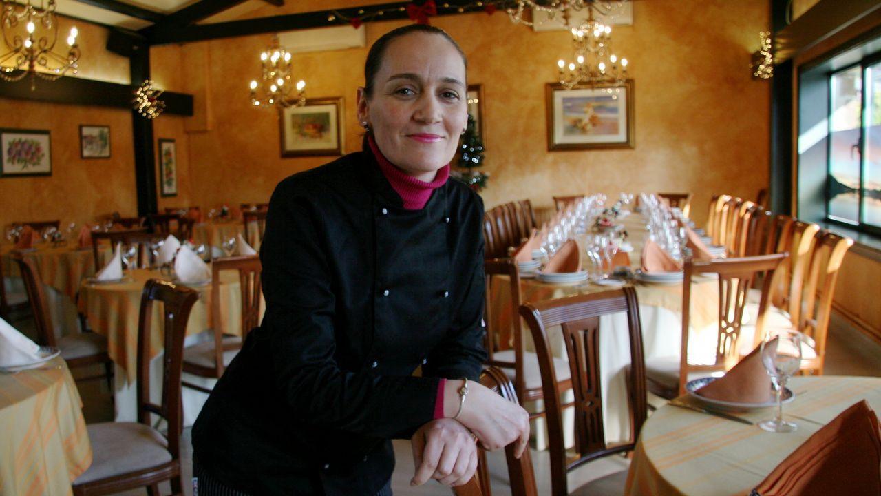 MARÍA GOLÁN, EN EL SALÓN DEL RESTAURANTE