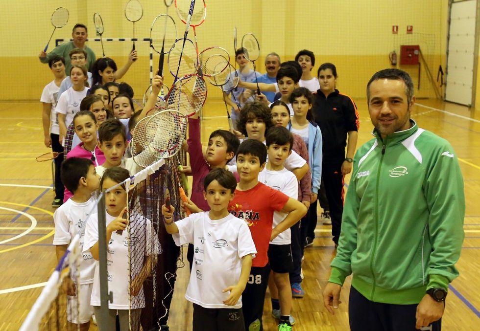 Víctor Lemos es el director técnico del Bádminton Ponteareas, que engloba a unos 120 deportistas, sobre todo de base.