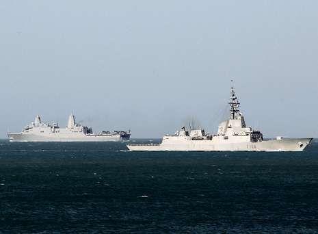 Dos barcos de la Armada patrullan en aguas gaditanas dentro del operativo de seguridad desplegado por la cumbre.