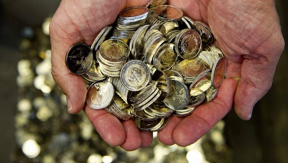 «El pequeño comercio da trabajo y enriquecimiento al pueblo».Monedas de euro