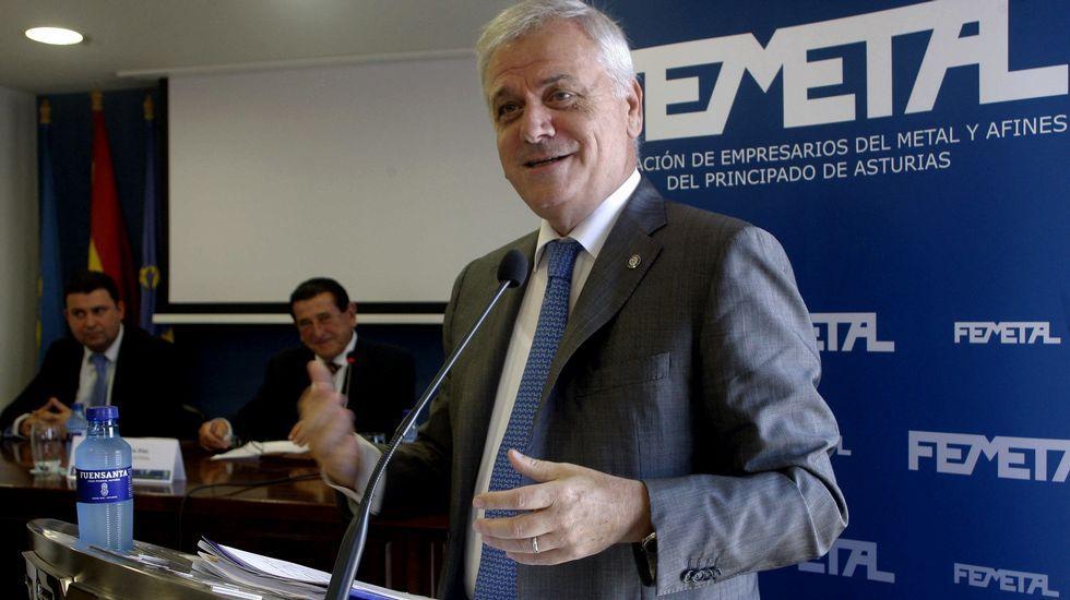 .El presidente de la Federación de Empresarios del Metal del Principado de Asturias, Guillermo Ulacia, durante el discurso que ha pronunciado tras ser reelegido en el cargo por un nuevo periodo de cuatro años, y en el que ha expresado su confianza en alcanzar un acuerdo con los sindicatos en la negociación del convenio colectivo del sector.