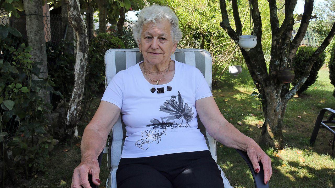 Carmen Loureiro. 81 años. Nació y vive en Baión (Vilanova). Labradora y ama de casa
