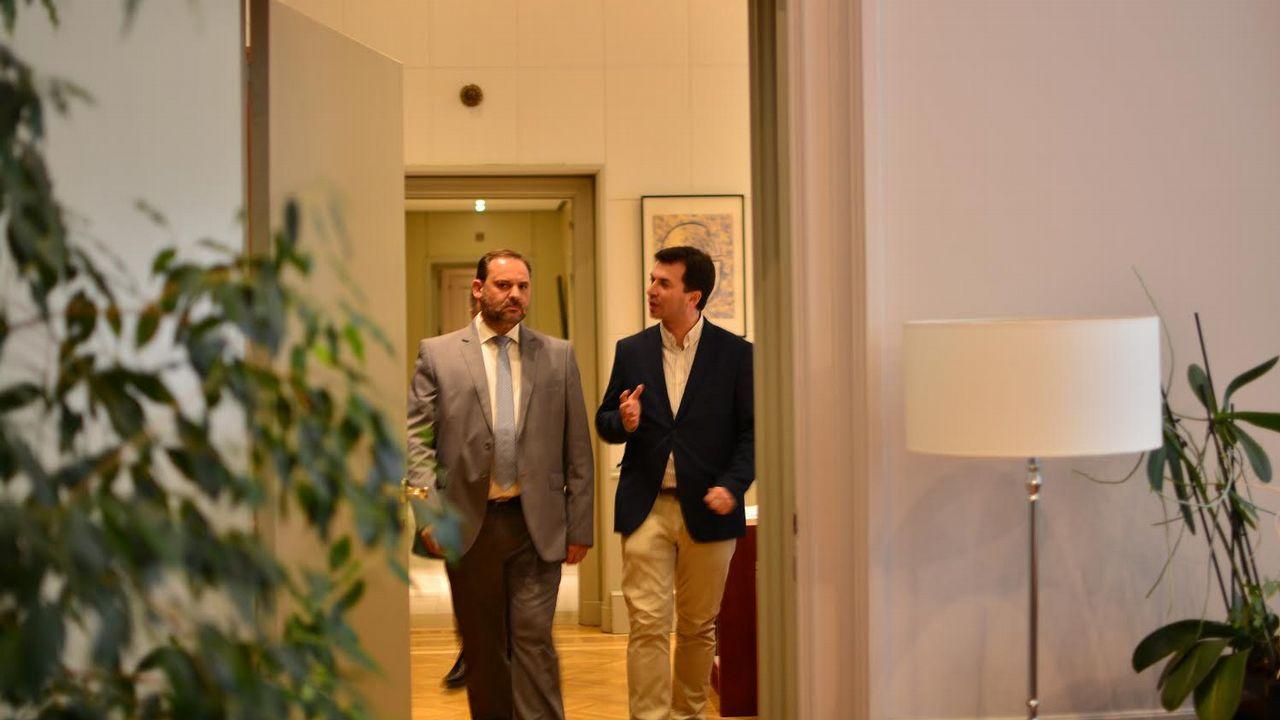 «A sociedade galega nos pide cambio» Gonzalo Caballero.Caballero se reunió ayer con el ministro José Luis Ábalos