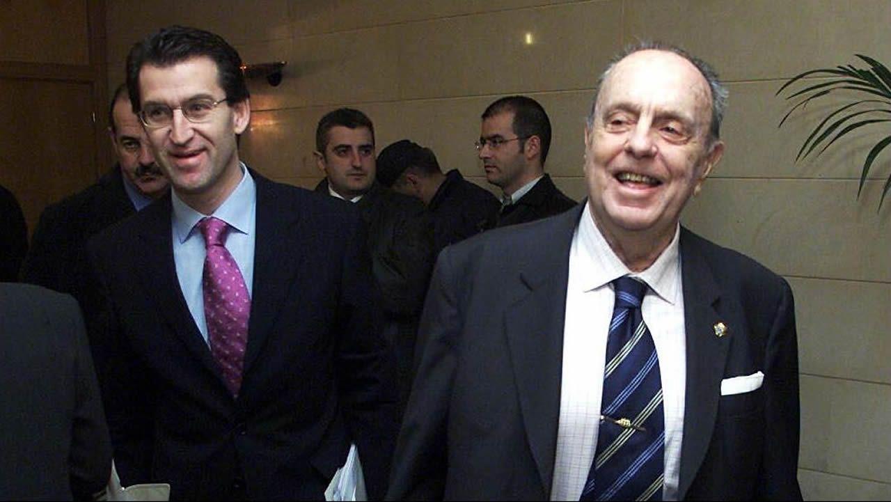 Tras su etapa en Correos, en 2003, vuelve a Galicia, para formar parte del Gobierno de Fraga en calidad de conselleiro de Política Territorial.