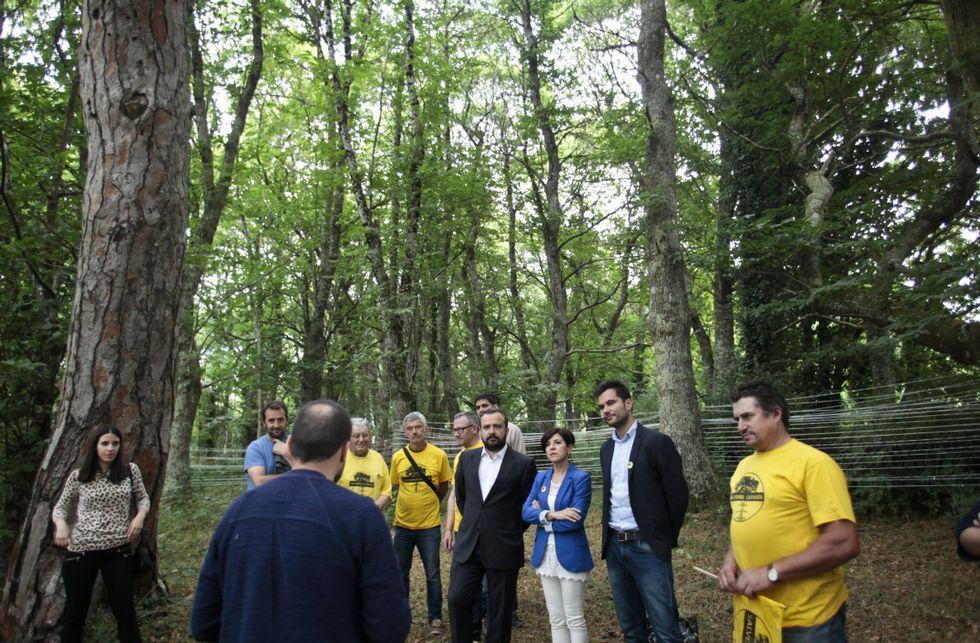 .El gobierno local visitó en julio con la eurodiputada Izaskun Bilbao la fraga de Casas Vellas.