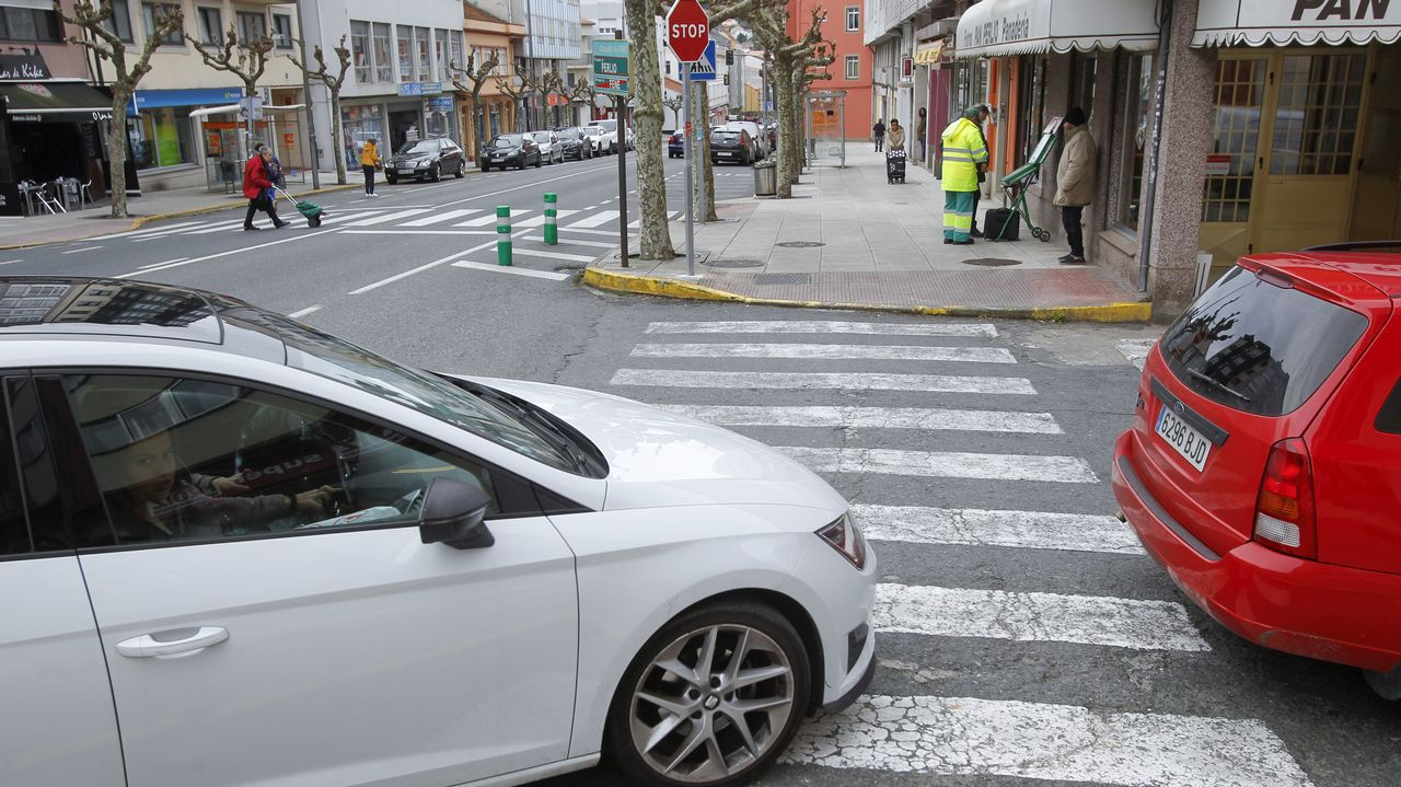 Un ciclista lanza un beso a la Guardia Civil cuando le daba el alto.Tráfico lento en la calle General Elorza de Oviedo