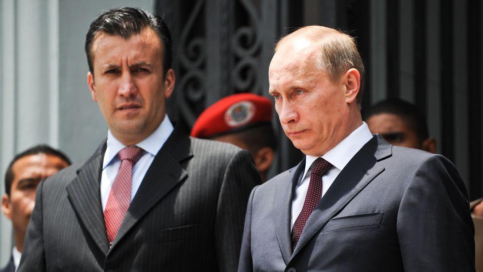 Tareck El Aissami, nuevo hombre fuerte del Gobierno de Maduro, con Putin en el 2010